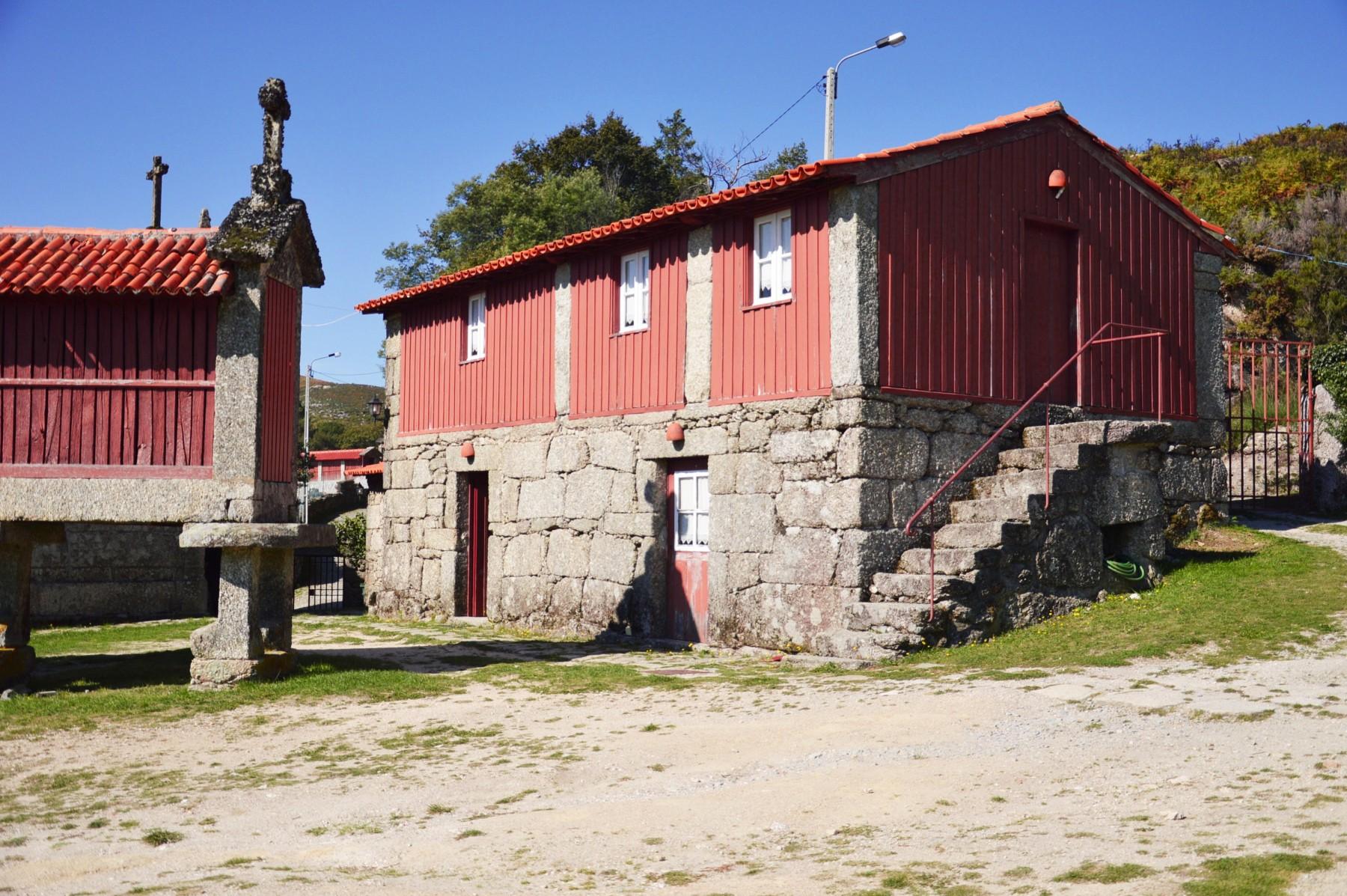 Rural houses in ger s casa dos bernardos t0 for Cottage e casa