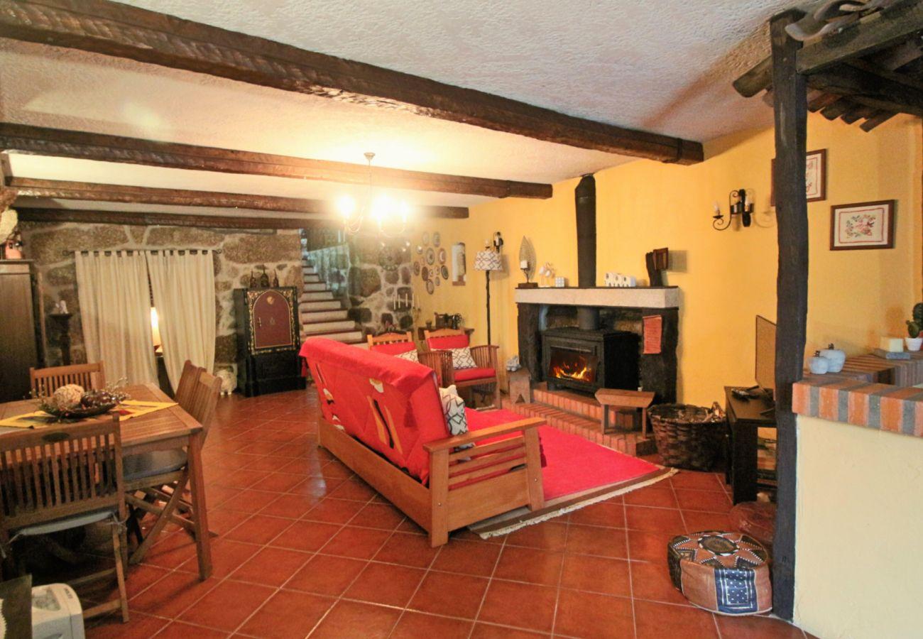 Gîte Rural à Terras de Bouro - Casa Rural D'Aldeia